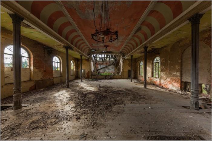 Ballsaal Decay